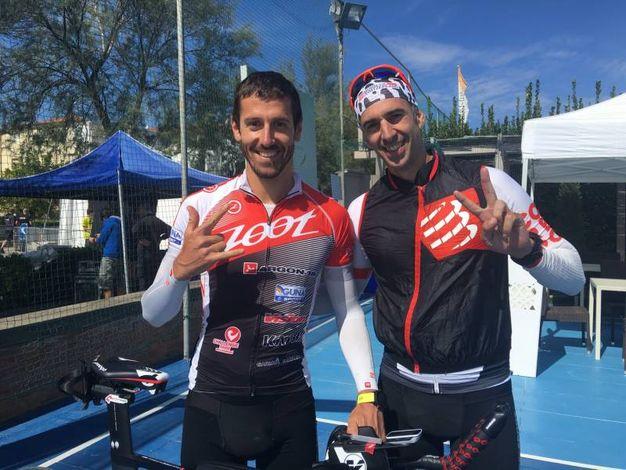 Giulio Molinari (a sinistra) a Cervia in preparazione per Ironman Hawaii, gareggia nella competizione di domenica (foto Ilaria Bedeschi)