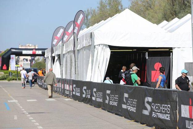 La gara è composta da tre prove: nuoto, bicicletta e corsa (foto Zani)
