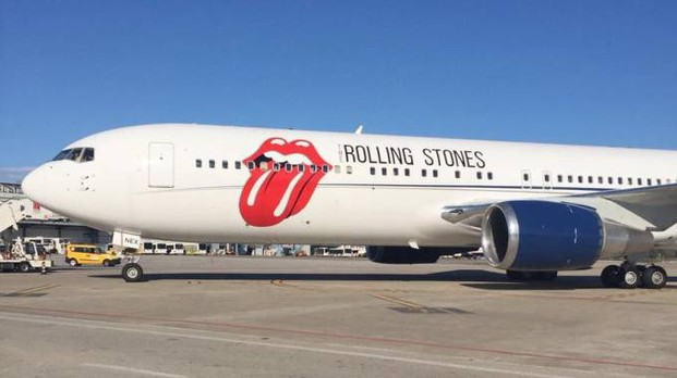 Aereo Privato Prezzo : Pisa tutti pazzi per l aereo dei rolling stones ha anche