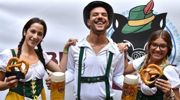 Gli organizzatori in abiti tipici bavaresi (foto Fantini)