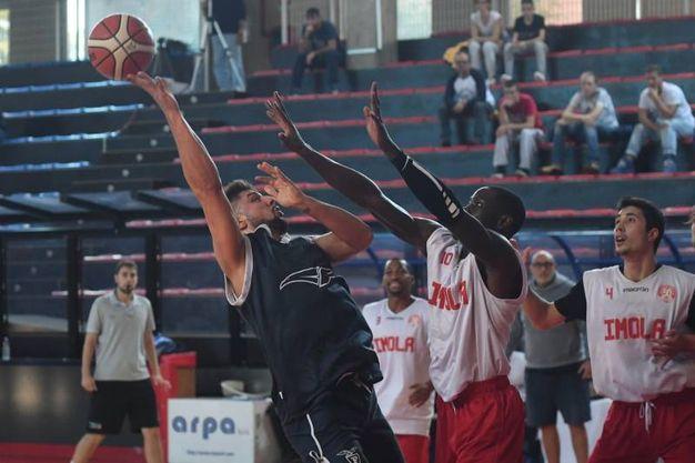 Italiano lotta per um pallone (foto Schicchi)