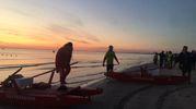 Cervia, Ironman 2017. Gli atleti si 'scaldano' in acqua nei pressi della spiaggia libera (Foto Bedeschi)