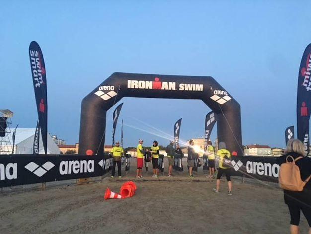 Cervia, Ironman 2017. La partenza degli atleti d'acciaio (Foto Bedeschi)