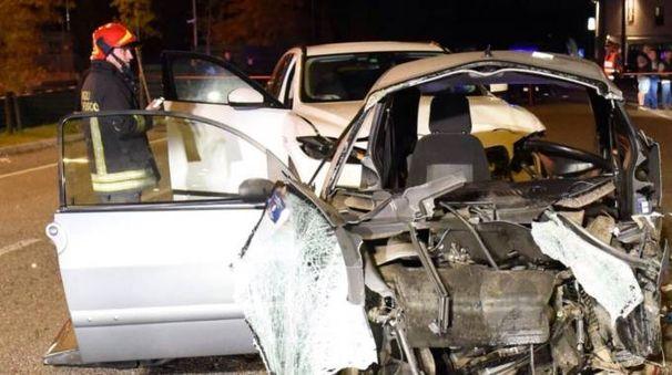 La vettura completamente distrutta nello schianto (Cusa)