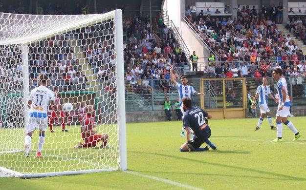 Il gol annullato a Paulinho (Lapresse)