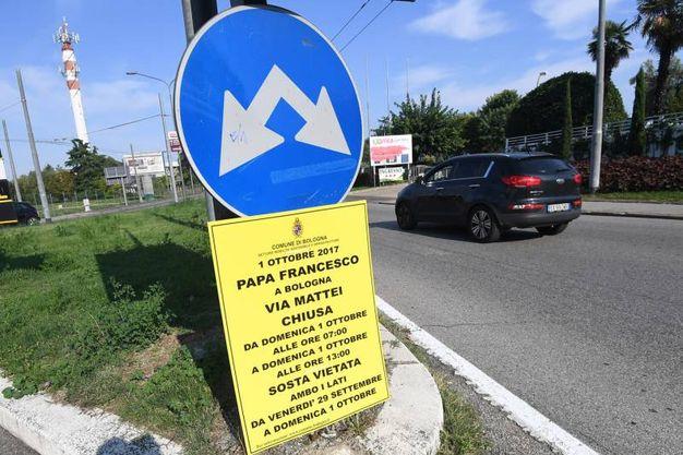 Sono comparsi in città i cartelli dei divieti per la visita del Papa (foto Schicchi)