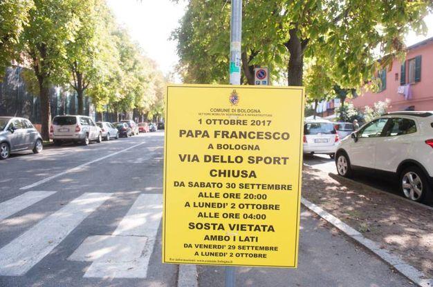Prima tappa all'ex Cie di via Mattei (foto Schicchi)