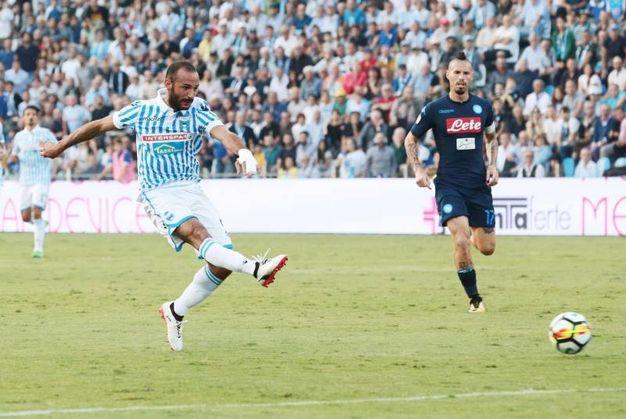 Il rasoterra di Schiattarella che porta al gol dell'1-0 (foto Ansa)
