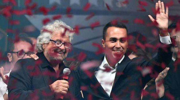 M5S, Luigi Di Maio (R) e Beppe Grillo sul palco a Rimini (Afp)