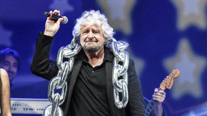 M5s Rimini, Beppe Grillo sul palco (Ansa)