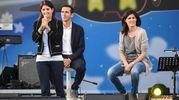 La sindaca di Torino Chiara Appendino (D), il sindaco di Pomezia Fabio Fucci e la sindaca di Roma, Virginia Raggi, durante la kermesse del M5s 'Italia  5 Stelle' (foto Ansa)