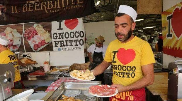 SPECIALITA' DALL'ITALIA E DAL MONDO Uno stand regionale italiano dell'ultima edizione del festival. Presenti quest'anno numerose 'isole gastronomiche' e l'area Food Truck (foto Luca Ravaglia)