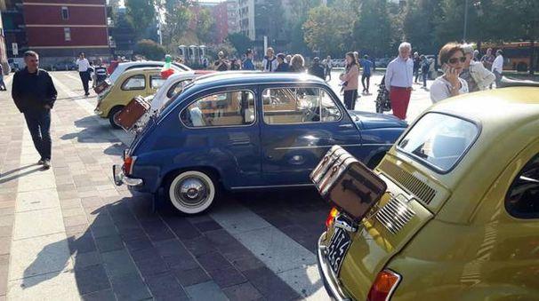 Le 500 in piazza Oldrini