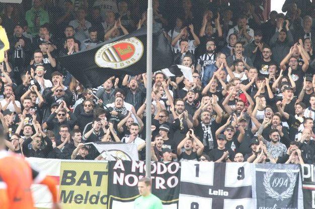 I tifosi dell'Ascoli (foto Ravaglia)