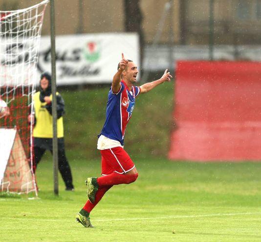 Olcese esulta dopo il gol (Fotoprint)