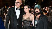 Green Carpet Fashion Awards, da sinistra: Marco Bizzarri, Dakota Johnson e Alessandro Michele (Newpress)