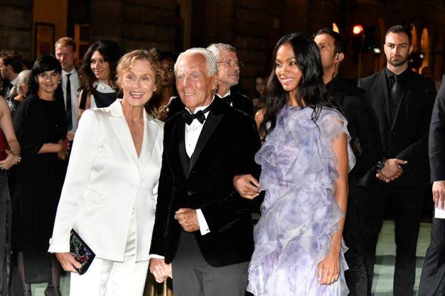 Green Carpet Fashion Awards, da sinistra Lauren Hutton, Giorgio Armani e Zoe Saldana (Newpress)