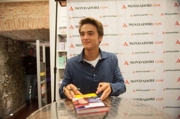 Leonardo Cecchi, protagonista di 'Alex & Co' ha presentato il suo primo libro 'Un lungo respito e via' alla Mondadori (Foto Schicchi)