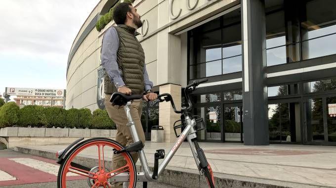 Una delle nuove biciclette a Sesto