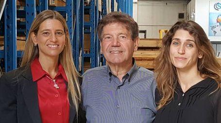 Da sinistra, Barbara, Amos e Valentina Rambaldi,  tutti e tre  in azienda