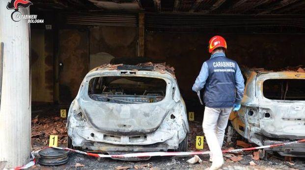 I carabinieri indagano sulle cause dell'incendio