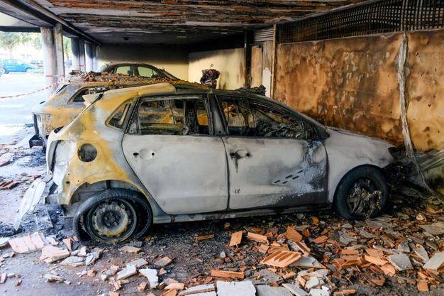 Le auto distrutte (foto Schicchi)