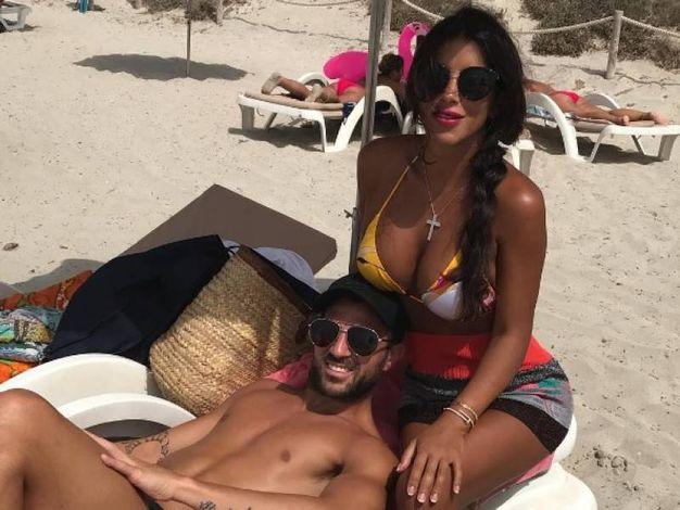 Daniella Semaan, moglie di Fabregas del Chelsea (Instagram)Antonella Roccuzzo, moglie di Messi del Barcellona (Instagram)