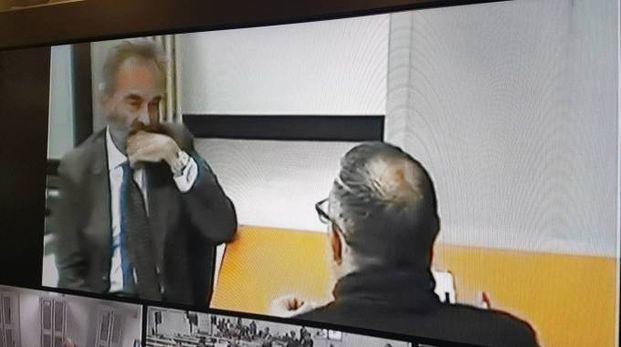 IN VIDEO Sullo schermo l'interrogatorio  del pentito Antonio Valerio  (di spalle e nel riquadro), insieme al  suo avvocato Alessandro Falciani