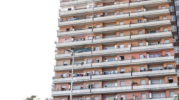 PALAZZONE L'uomo colpito da malaria vive al nono piano dell'Hotel House