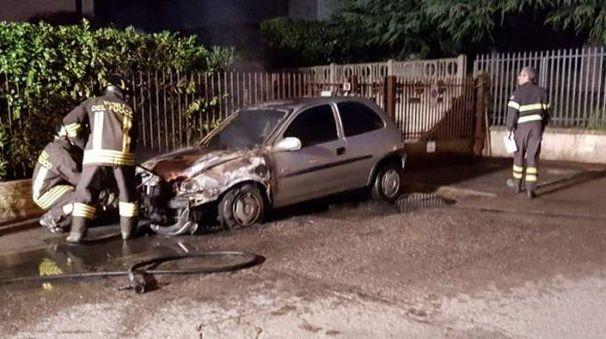 Auto incendiata a Buccinasco (Spf)
