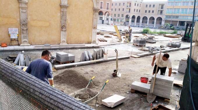 Lavori in piazza della Libertà (foto Ravaglia)