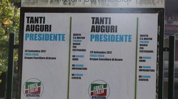 Manifesto di auguri a Berlusconi