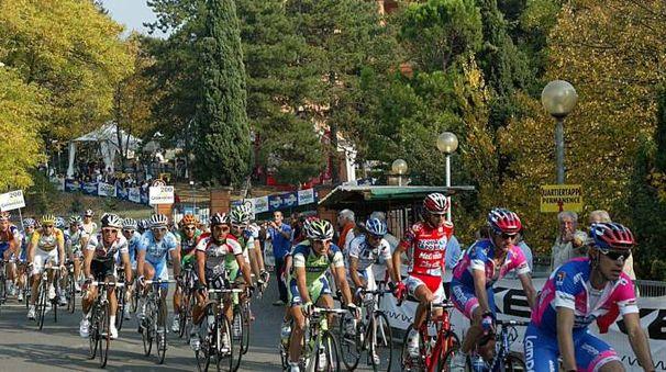 Giro dell'Emilia in una foto d'archivio Schicchi
