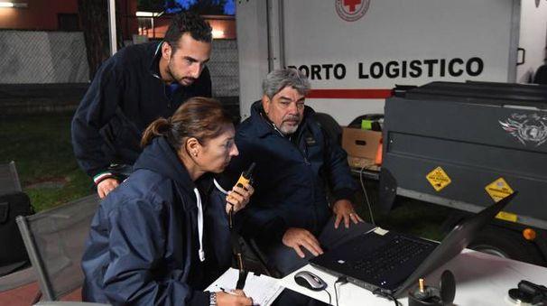 Barbara Manfredi, pilota del sofisticato drone Aquila 100, con Ugo Vittori, fondatore della Eagle Sky Light