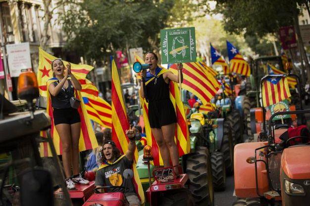Catalogna, manifestazione pro-referendum (Ansa)