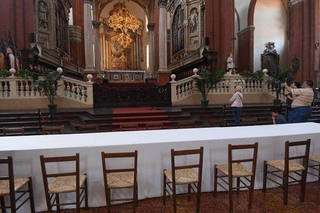 Alle 12,30 in Papa pranza in San Petronio con gli indigenti (foto Schicchi)