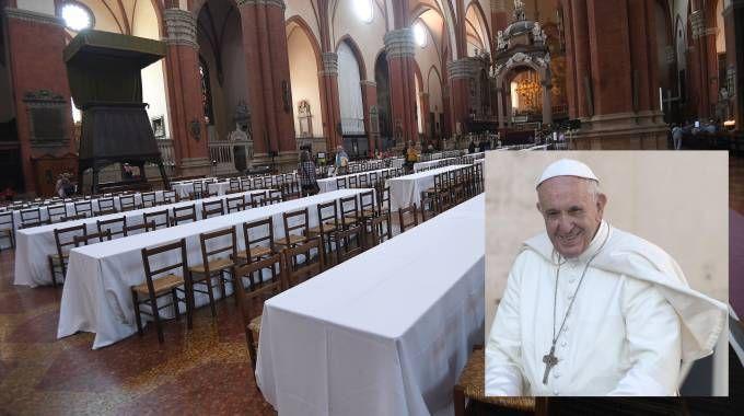 I tavoli allestiti in San Petronio per il pranzo del Papa con i poveri