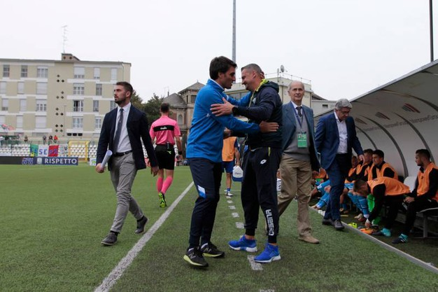 Gianluca Grassadonia Gianluca e Campione Andrea si stringono la mano (foto LaPresse)