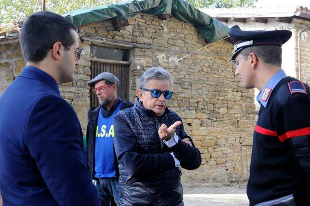 I dirigenti della questura davanti alla casetta di legno (foto Calavita)