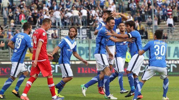 Festeggiamenti dopo il gol di Caracciolo (Fotolive)