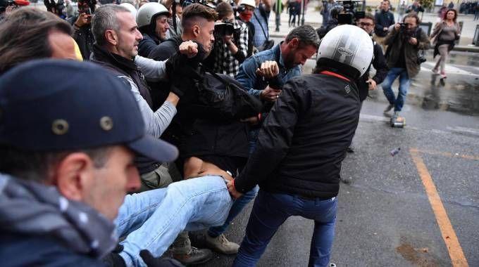 G7 Torino, scontri polizia-manifestanti (Ansa)