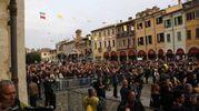 Alle 8,10 - Papa Francesco  saluta la città  in piazza del Popolo (Foto Ravaglia)