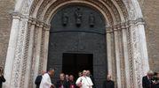 Il Papa in Duomo (Foto Ansa)