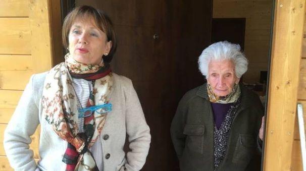 Nonna Peppina insieme alla figlia (foto Pierpaolo Calavita)