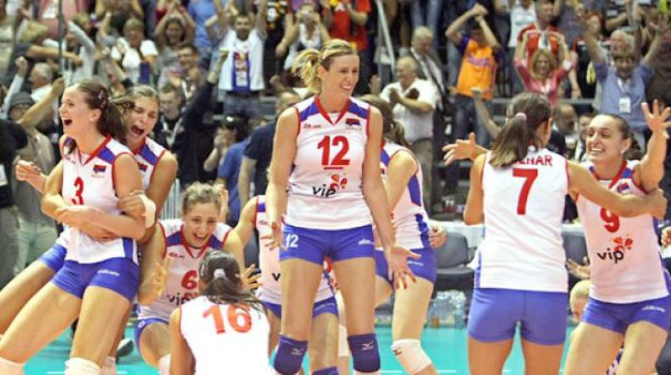 La gioia delle ragazze serbe