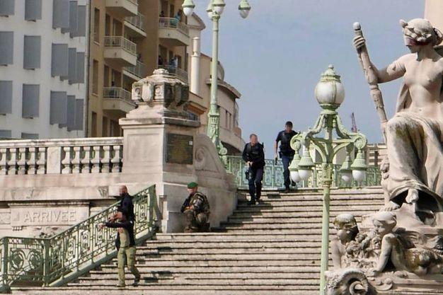 Marsiglia, polizia e militari in azione (Afp)