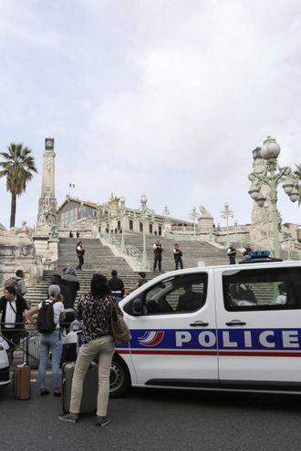 Marsiglia, la polizia alla stazione (Ansa)