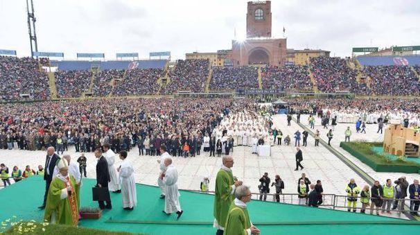 Papa Francesco allo stadio Dall'Ara