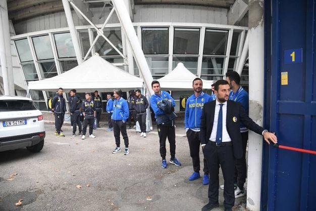 L'arrivo di arbitro e giocatori (foto Fiocchi)
