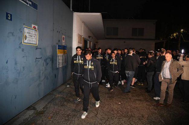 I giocatori del Modena allo stadio (foto Fiocchi)